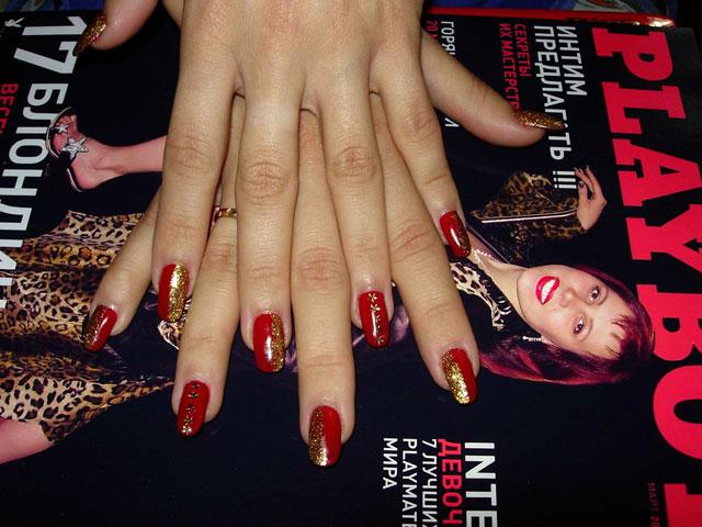 Дизайны ногтей красный с золотом